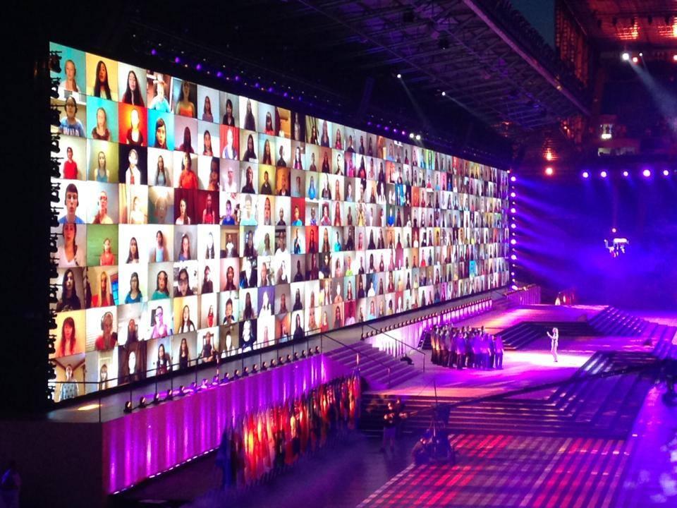 [Video] 17.572 persone cantano in coro dalle loro case