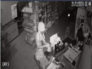 Homem arromba porta de aço com as próprias mãos e assalta mercadinho em Nova Floresta