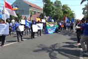 Mantan Perangkat Desa Gelar Aksi Di Depan DPRD Jombang
