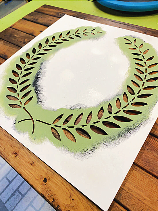 green wreath stencil