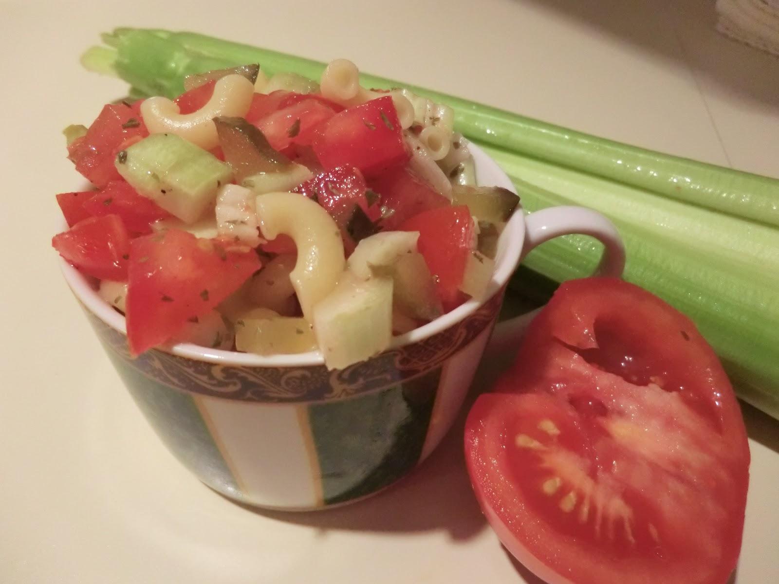l 39 assiette vegan salade de macaroni aux cornichons. Black Bedroom Furniture Sets. Home Design Ideas