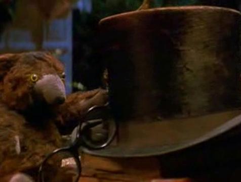 El sombrero y las gafas de John y el osito de Michael en Hook, el Capitán Garfio - Cine de Escritor