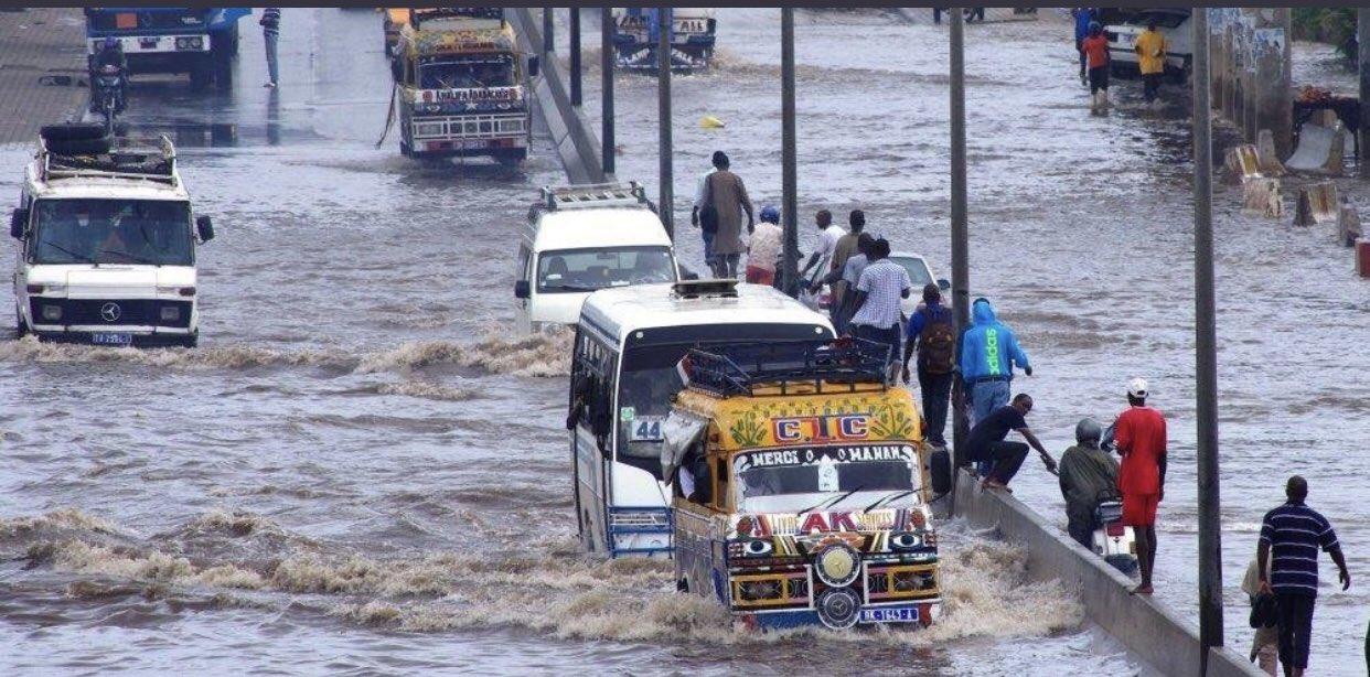 Les inondations, un mal à Dakar : Projet, inondation, urbaine, Onas, Hydraulique, assainissement, vidange, fosses, septique, canal, bassins, eaux, pluie, usées, mer, ile, cote, plage, camion, LEUKSENEGAL, Dakar, Sénégal, Afrique