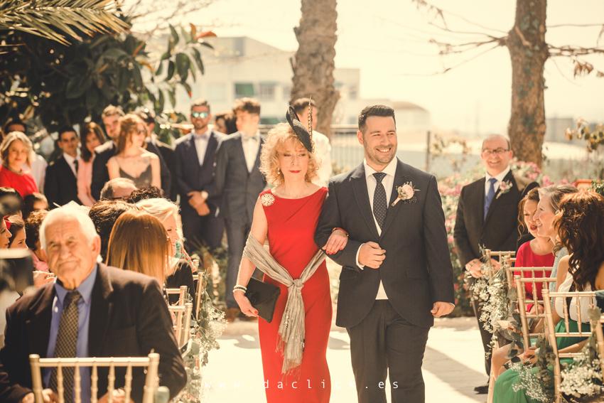 entrada a ceremonia novio y madrina