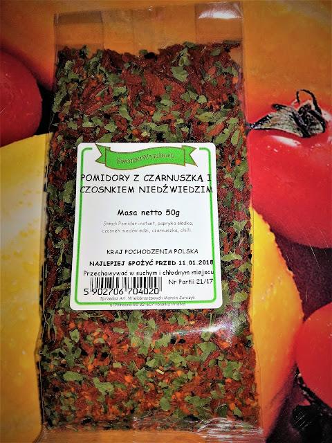Pomidory z czarnuszką i czosnkiem niedźwiedzim