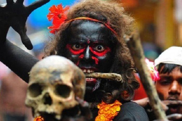 Mengenal Kaum Aghori, Suku Pemakan Mayat - Eastjourneymagz.com