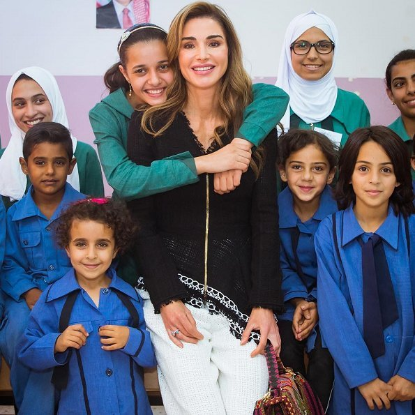 Queen Rania wore Roland Mouret Hayton open-weave cotton jacket and cotton trousers, Gianvito Rossi pumps