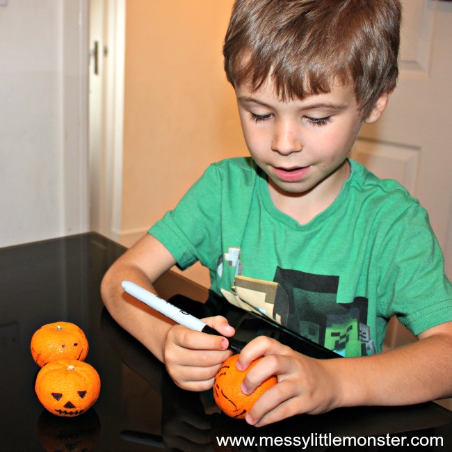 Easy and healthy Jack O Lantern Halloween Snacks for kids.  Great for parties, groups, toddlers, preschoolers and older kids. A book activity linked to the 'Five Little Pumpkins' song.