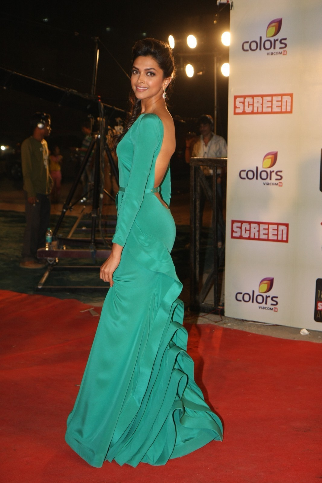 High Quality Bollywood Celebrity Pictures Deepika -8575