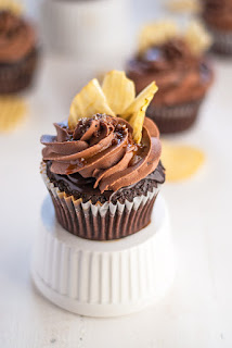cupcakes with coffee, coffee glazed cupcakes, chocolate coffee cupcakes
