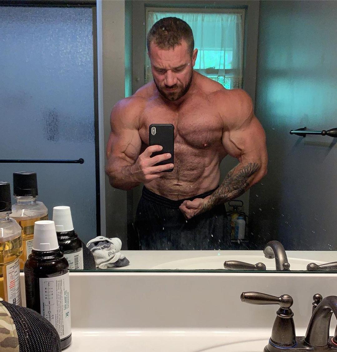 sexy-shirtless-alpha-daddy-seth-feroce-swole-muscular-body-huge-biceps-selfie