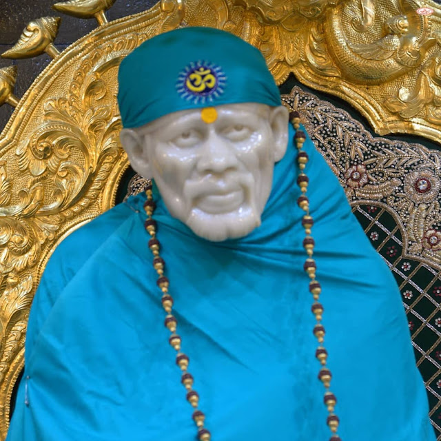 Sky Color Clothes wear Sai baba in this images