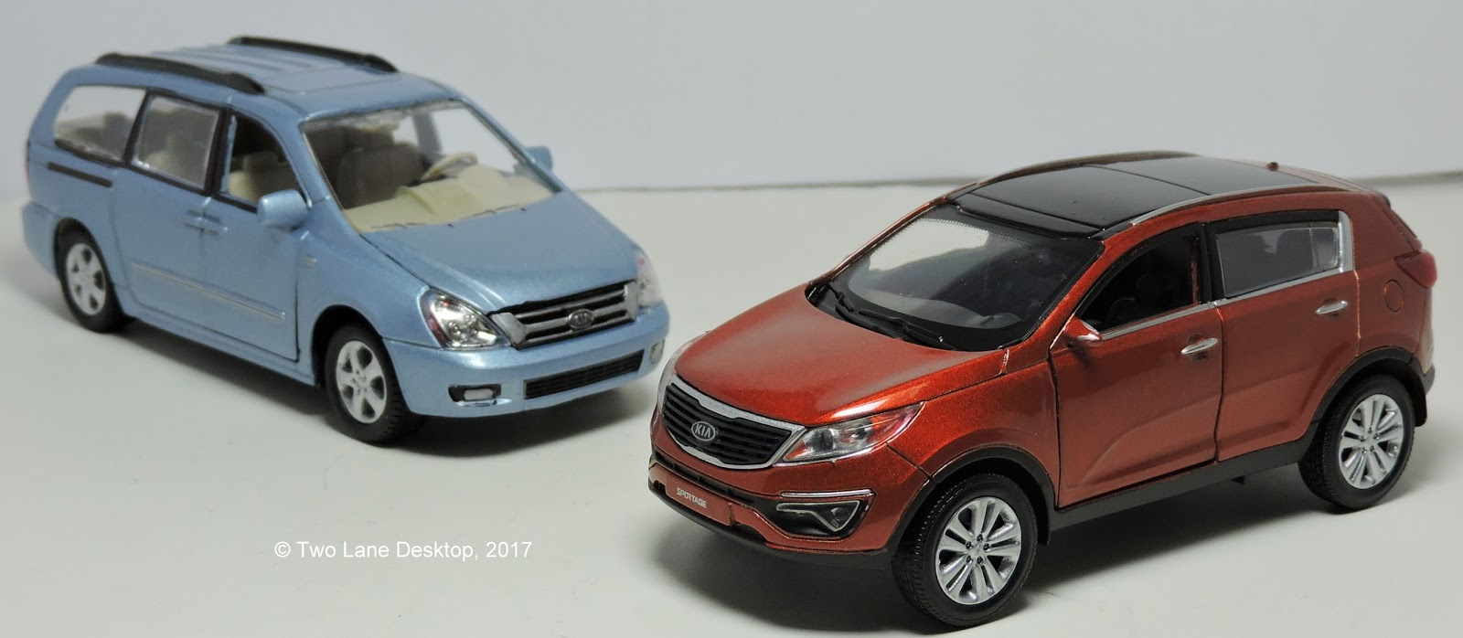 Two Lane Desktop: 1:43 scale 2013 Kia Sportage R and Kia Grand Carnival (Sedona)