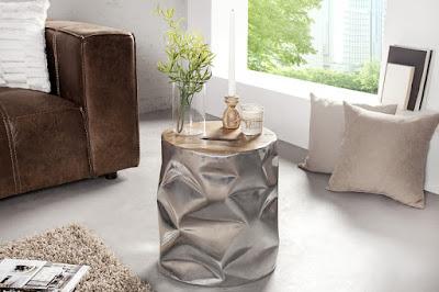 konferencny stolik z kovu a dreva.