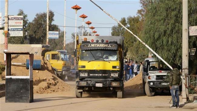 40-truck aid convoy enters Syria's troubled Dayr al-Zawr
