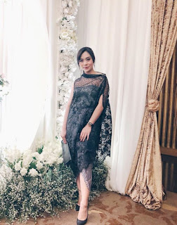 7.  Kebaya brokat batik modern warna hitam