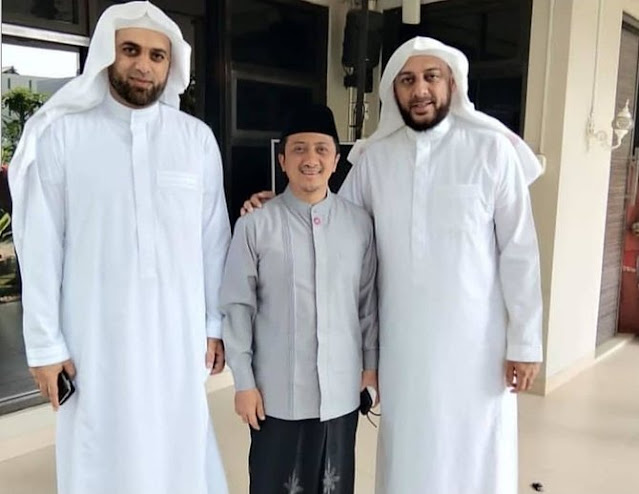 Adik Jelaskan Maksud Ucapan Syekh Ali Jaber Ingin Diamakamkan di Lombok