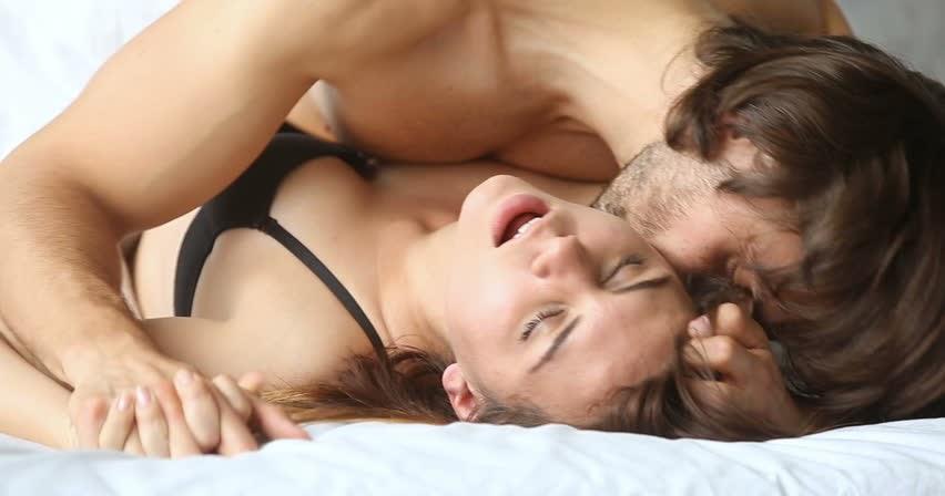 Жаркий утренний секс с бурными оргазмами юбке порно