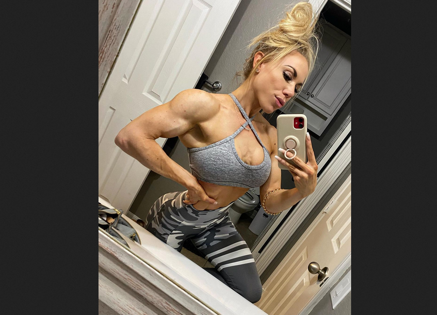 Female Bodybuilding : Weights Should Not Be Too Light