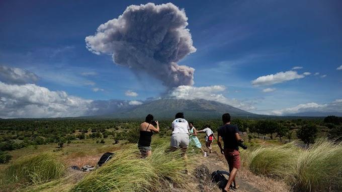 Vulcão entra em erupção pela 2ª vez em uma semana na Indonésia; vídeo