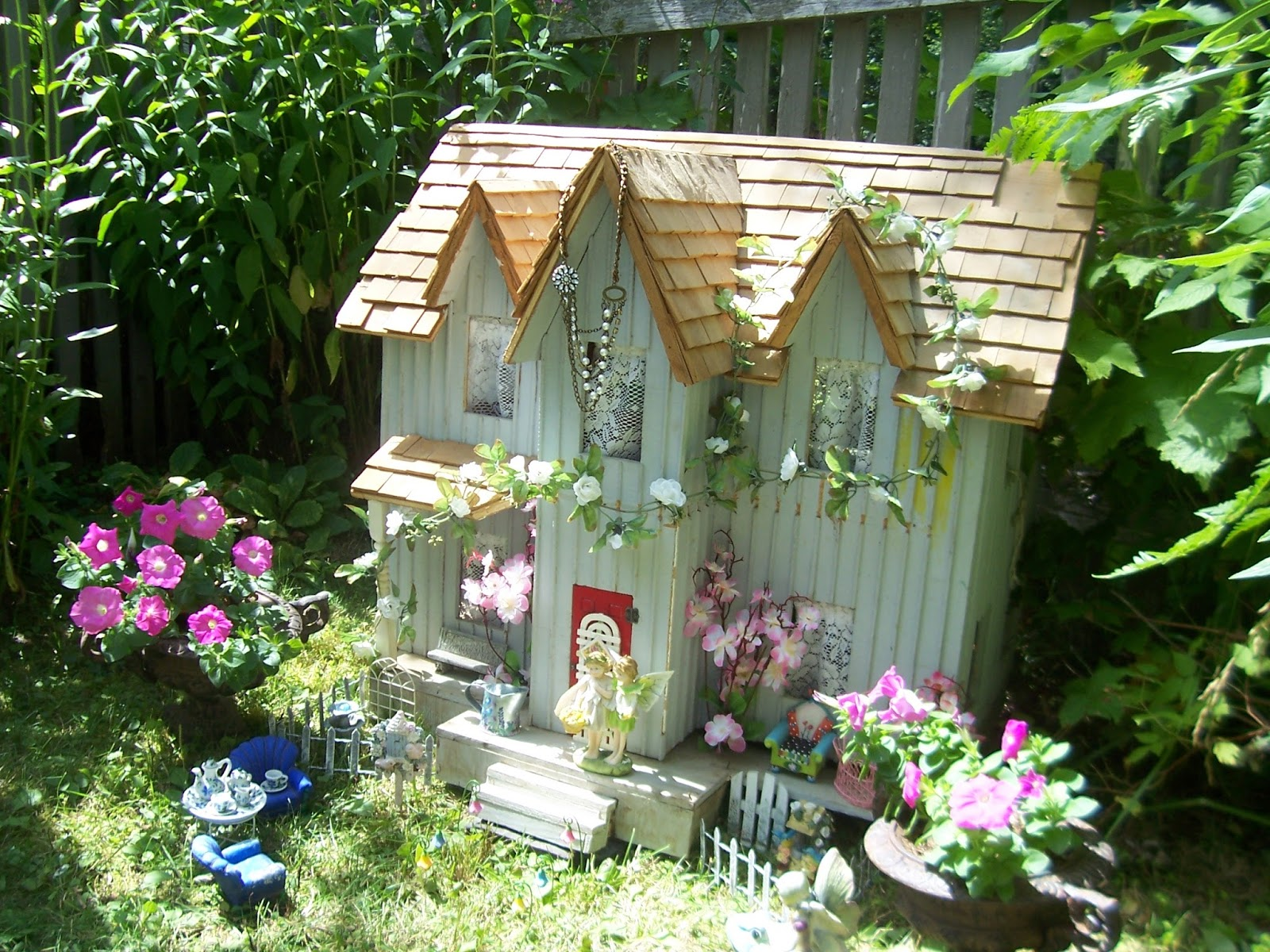 Two Cottages And Tea: Garden Fairy House
