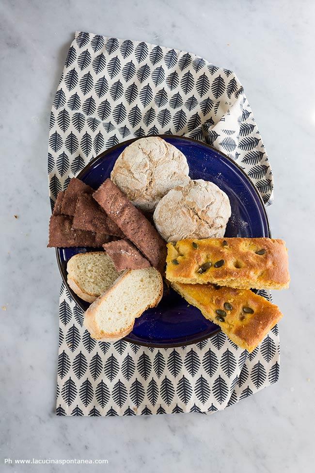 Immagine contenente: pane, focaccia, panini e crakes