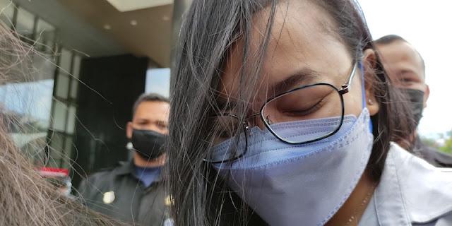 Diperiksa 2,5 Jam, Daning Saraswati Kembali Bungkam Pada Wartawan