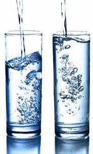 Inilah Bahayanya Meminum Air Putih Sebelum Makan dan Sebelum Tidur