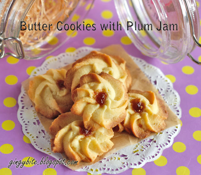 Butter Cookies with Plum Jam 梅果酱牛油曲奇
