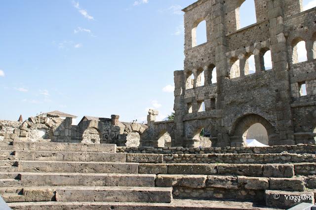 Parte delle gradinate del teatro