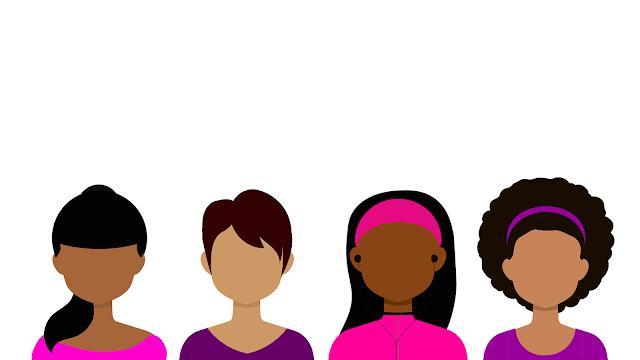 mulheres de etnia negra com cabelos diferentes lisos e cacheados