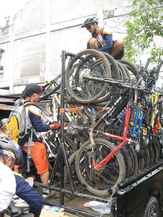 Petualangan Veri: Cara Angkut Sepeda Yang Banyak dan Aman