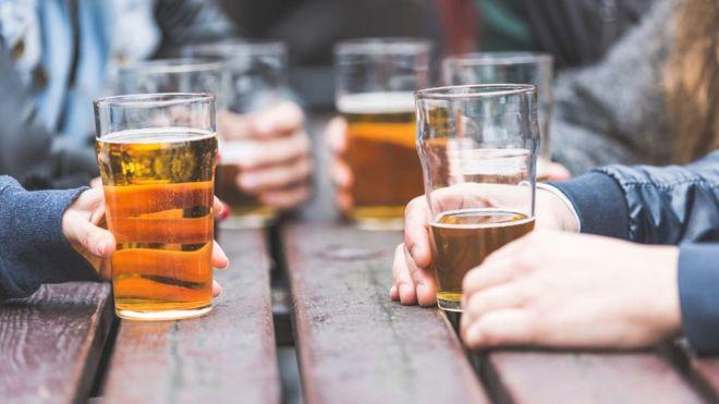 Durante crisis COVID-19 se está consumiendo más alcohol en EE.UU