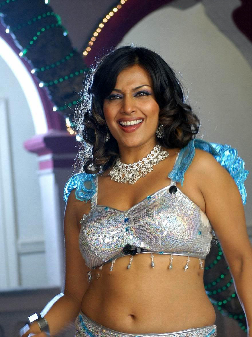 Hot Navel and Thigh Showing Asha Saini Is Mind Blowing In The Scene