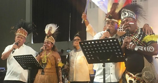 Tokoh Papua: Rakyat Papua Tengah Berduka, Menteri Jokowi Kok Nyanyi-nyanyi