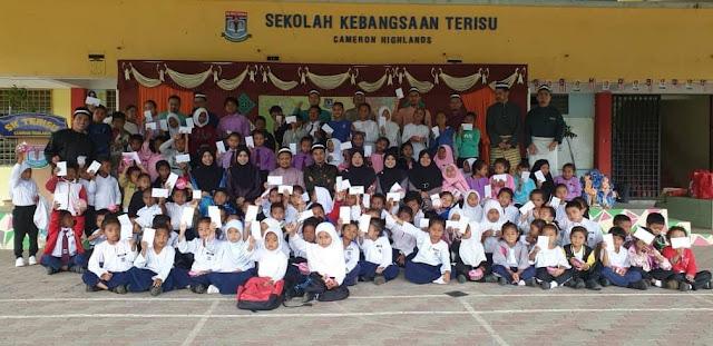 Kempen Cerahi Kehidupan Bersama TOP Bantu Anak Orang Asli Kembali ke Sekolah Dengan Selamat