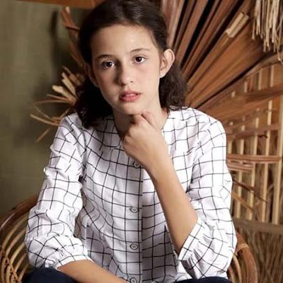 Gabriella Quinlyn Pakai Baju Putih