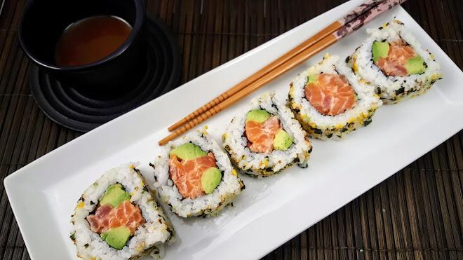 California roll (maki sushi retourné)