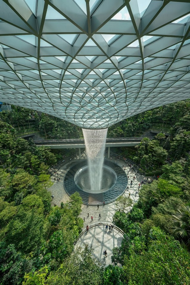 JEWEL CHANGI AIRPORT: MULTI FACETED LIFESTYLE AND ENTERTAIMENT HUB IN SINGAPORE