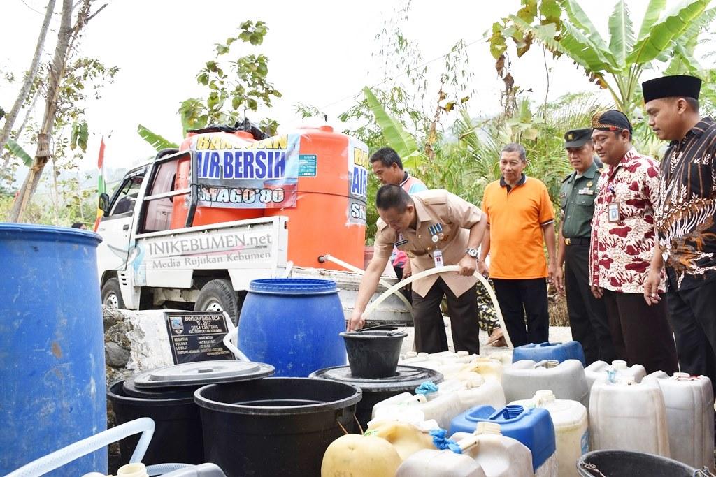 Bantu Warga yang Alami Kekeringan, Alumni SMAGO'80 Sumbang Air Bersih