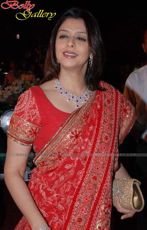 Yester years Beautiful & hot actress NAGMA stills in saree ...
