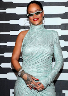 The Best Positive Motivational Success Story & Biography  Of Rihanna pic