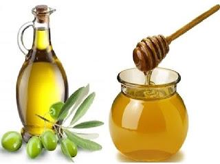 وصفة زيت الزيتون والعسل لتطويل وتنعيم الشعر