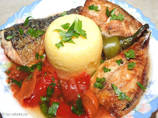 Saramura de macrou reteta de casa la gratar grill tigaie cu peste rosii si ardei copti usturoi sos tomat retete mancare saramuri friptura gratare mamaliga legume pescareasca,