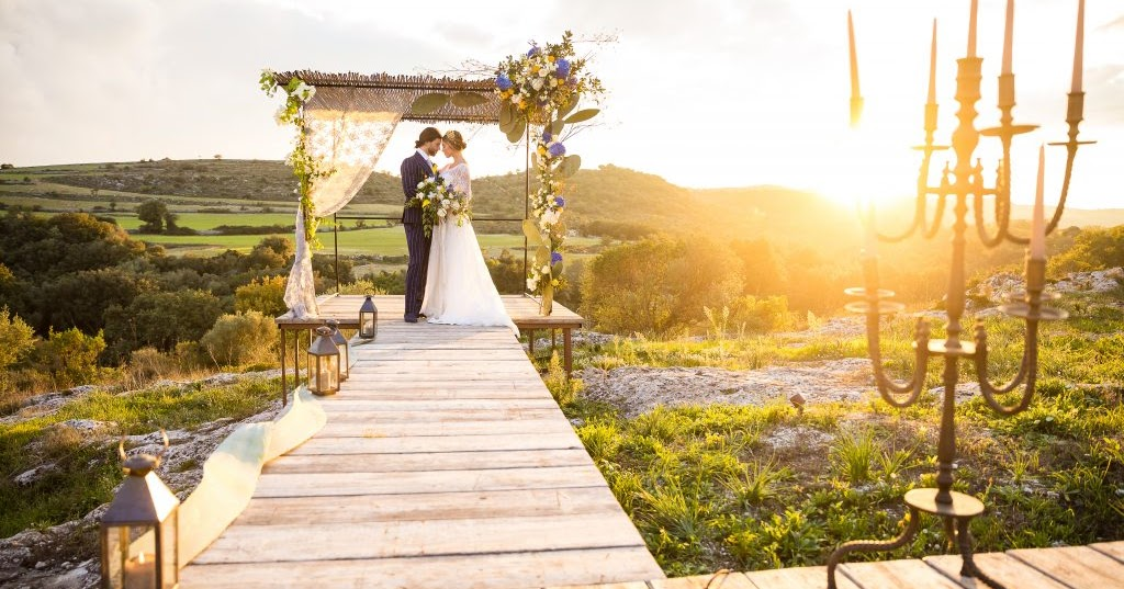 How Do Wedding and Event Planning Services Bill Their Clients