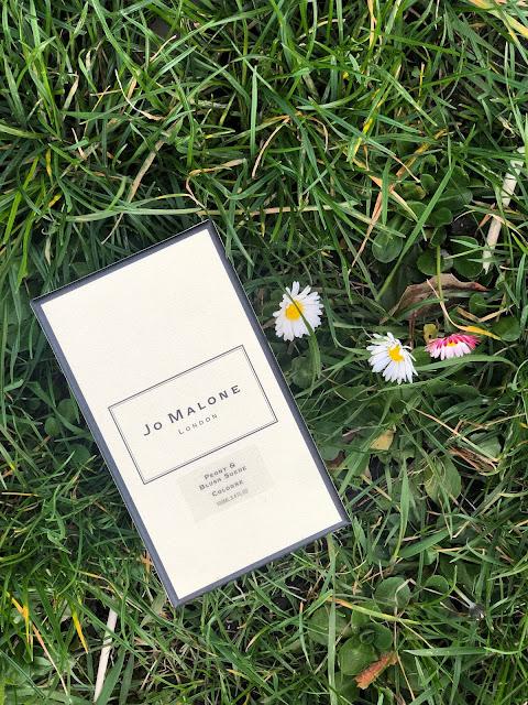 obal parfému Jo Malone Peony and Blush Suede