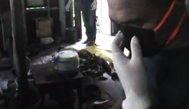 Baso Ali Diperkirakan Meninggal 3 Hari Lalu, Personil Polres Selayar Bantu Jenazah Hingga Penguburan