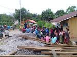 Membagikan BLT-DD Kepada 201 KPM Masyarakat Desa Rana Mbeling