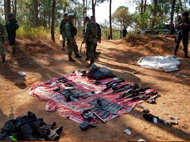 Militares detienen en Uruapan a seis sicarios con armas largas, cartuchos y equipo táctico