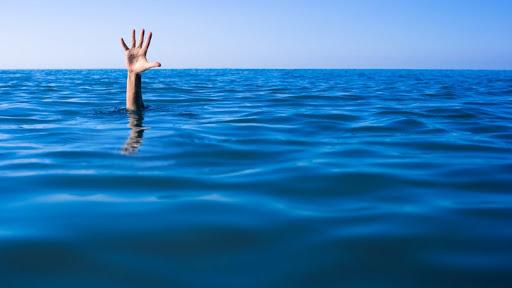 Τέσσερις άνθρωποι έχασαν τη ζωή τους στο Σάββατο στις θάλασσες